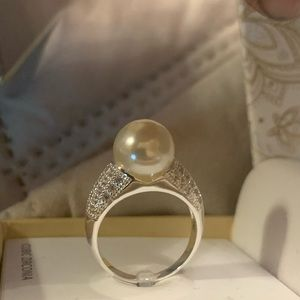 Cubic zirconia pearl ring size 6